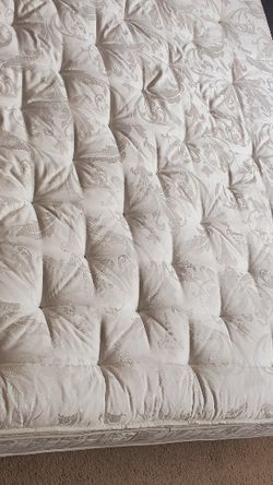 King Size Mattress With Box Spring for Sale in Cleveland,  OH