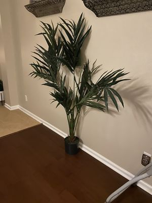 Fake 5 foot plant for Sale in Orlando, FL