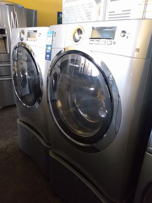 Electrolux Front Load Set With Pedestals for Sale in Huntington Park, CA