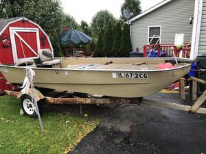 Use boat 🚣🏿‍♀️ i no longer needs. for Sale in North Chicago, IL