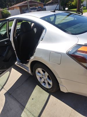 Nissan altima for Sale in TWN N CNTRY, FL