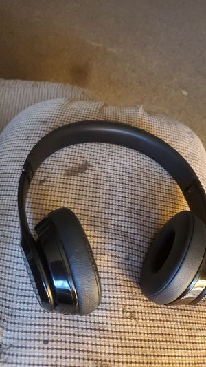 Beats Bluetooth headphones for Sale in Topeka, KS