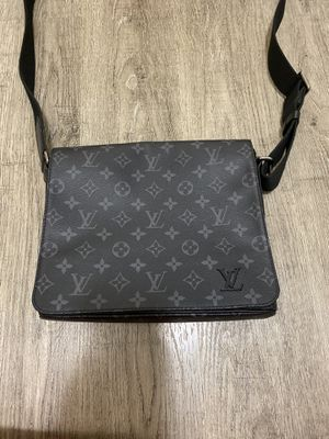 LOUIS VUITTON district pm men's bag for Sale in Lynnwood, WA