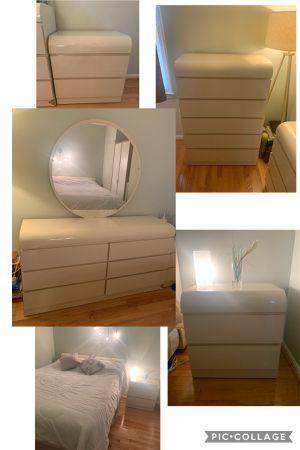 Five 5 Piece Queen Bedroom Set **STEAL** for Sale in Springfield, VA