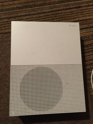 Xbox one s 2 games great Quality with controller for Sale in Los Angeles, CA