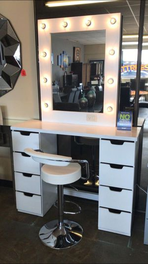 Vanity set with lights mirror. Christmas Gift 🎁🎄 for Sale in Chula Vista, CA