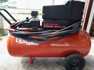 25 gallon craftsman air compressor for Sale in Tacoma, WA