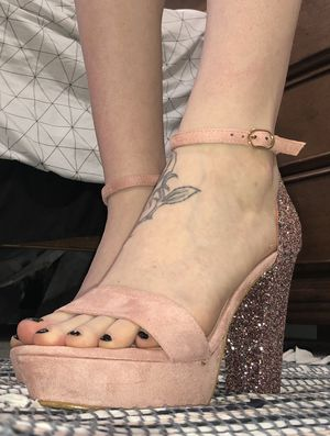 Sparkly Pink Heels for Sale in Prince Frederick, MD
