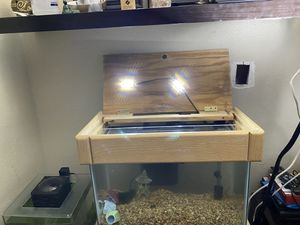 10 gallon fish tank stand and cover and filter for Sale in Perris, CA