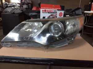 2012,2013,2014 Toyota Camry driver left OEM headlight for Sale in Laveen Village, AZ