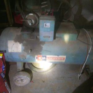 80 gallon compressor for Sale in Reedley, CA