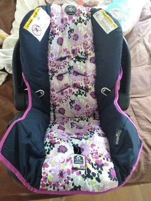 Baby girl car seat for Sale in Aynor, SC