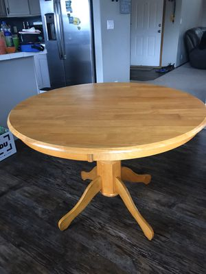 Round table for Sale in Woodburn, OR