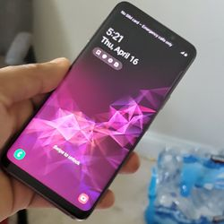 Samsung Galaxy   S9   Factory Unlocked   Works For Any SIM Company Carrier   Works For Locally & INTERNATIONALLY   Like Almost New... for Sale in Springfield,  VA