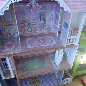 Big Barbie House for Sale in Portland, OR
