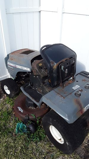 Craftsman lawn tractor ( starts and runs) for Sale in Homestead, FL