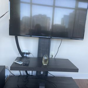 50 Inch Smart LG TV and Stand for Sale in Bellevue, WA