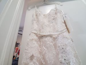 Beautiful, never worn wedding dress for Sale in Westminster, CO