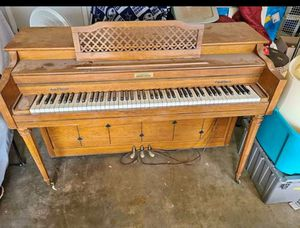 Beautiful CURRIER PIANO for Sale in Monahans, TX
