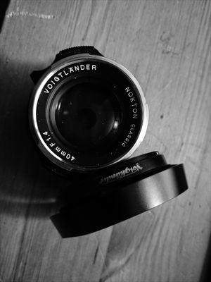 Voigtländer Nokton 40mm f/1.4 MF Lens w/ Voigtländer Vented Lens Hood for Sale in Washington, DC