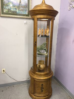 Rotunda shape gilded curio with light for Sale in Fort Washington, MD