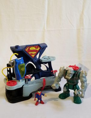 Imaginext Superman Playset Includes Superman figure and Doomsday Figure. for Sale in Hialeah Gardens, FL