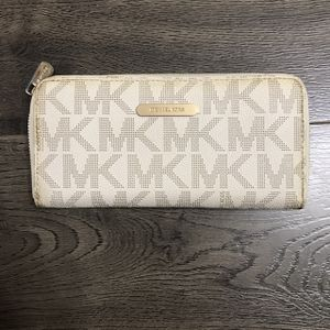 MICHEAL KORS WALLET (PERFECT CONDITION) for Sale in Ontario, CA