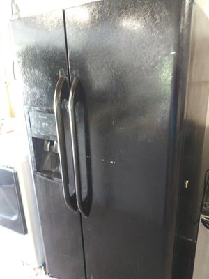 Black side by side refrigerator for Sale in Mableton, GA