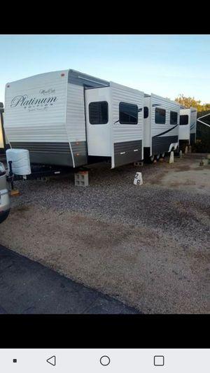 2019 44 ft 4 slide out 3 BEDROOM travel trailer for Sale in Alvarado, TX