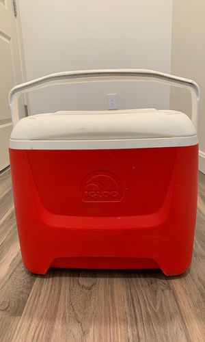 Red and White Igloo Cooler for Sale in Malden, MA