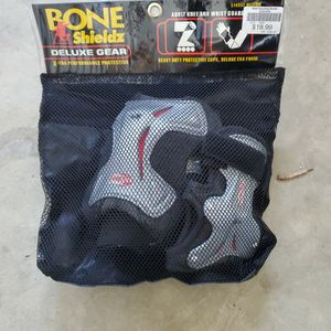 Adult Knee & Wrist Guard for Sale in Moreno Valley, CA