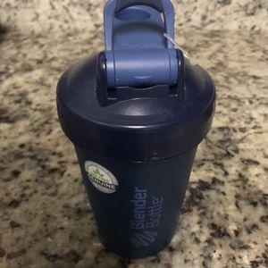 BlenderBottle Classic Loop Top Shaker Bottle, 20oz, Black for Sale in Herndon, VA