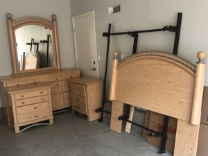 Queen bedroom set (Solid Wood) for Sale in Livermore, CA