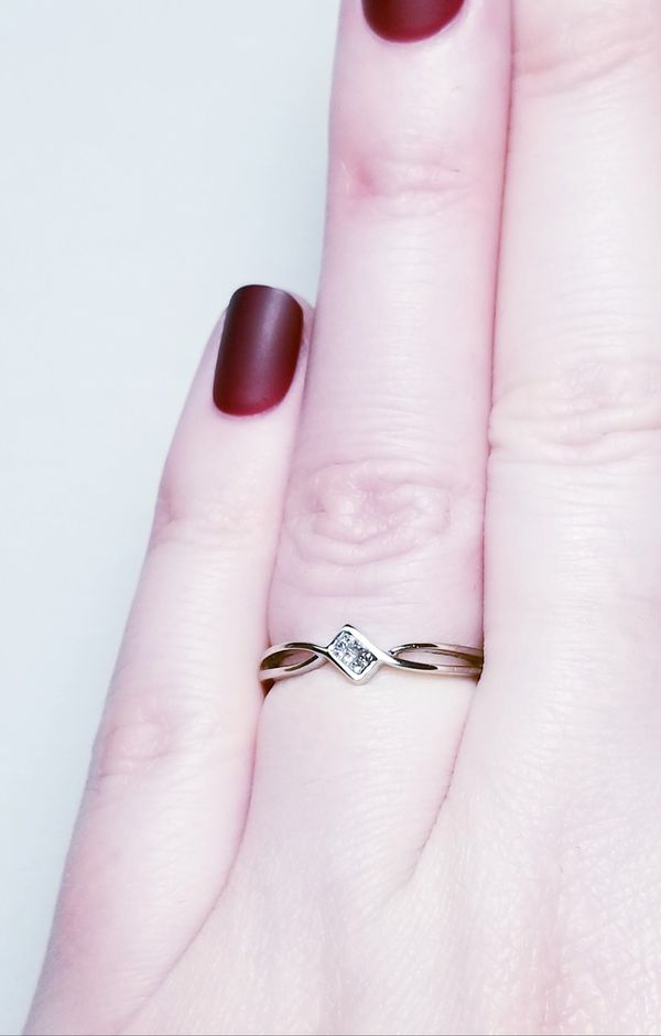 10k white gold diamond ring NO SHIPPING