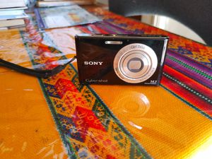 Sony digital camera in perfect condition. 2 battery. 2 charger. Works great for Sale in Alhambra, CA