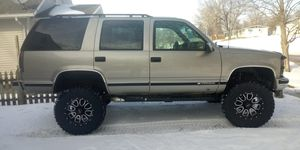 Chevy tahoe 4x4 LIFTED for Sale in Saint Joseph, MO