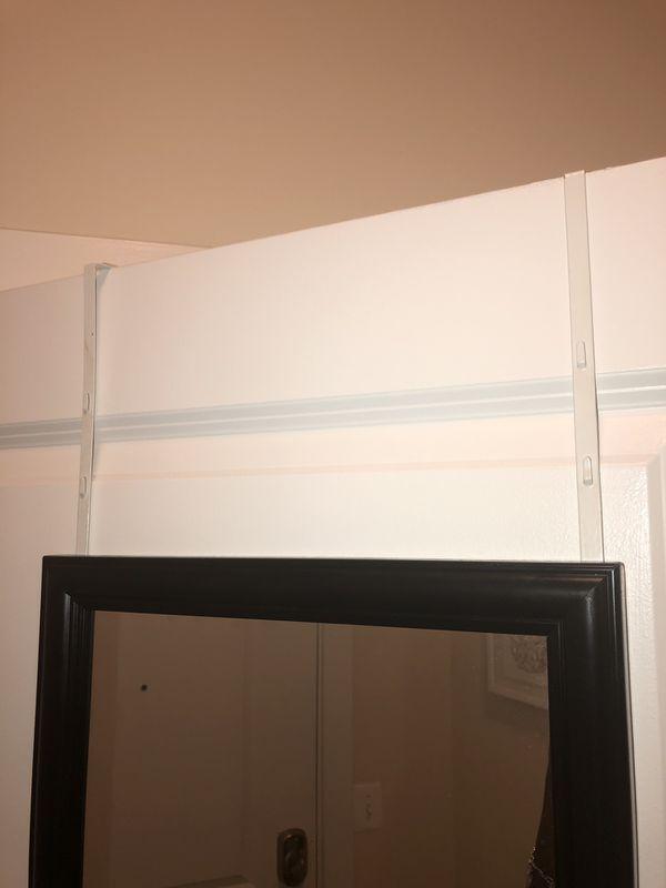 Hangable door mirror