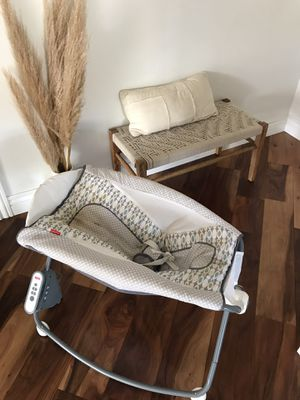 Power rocking baby bassinet rocker for Sale in Lompoc, CA