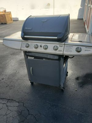 Gas bbq grill for Sale in Montclair, CA