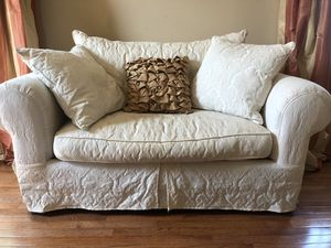 Love seat and Decretive pillows for Sale in Sterling, VA