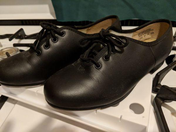 Women's tap shoes.. size 5M