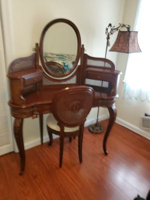 dressing table. old for Sale in Fort Washington, MD