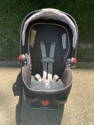 Graco SnugRide Car Seat & Base for Sale in Herndon, VA