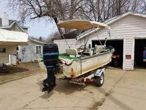 1976 Starcraft 18ft center console for Sale in Sioux Falls, SD