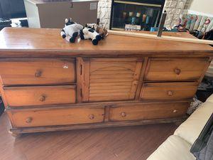 Real wood dresser antique for Sale in Fort Lauderdale, FL