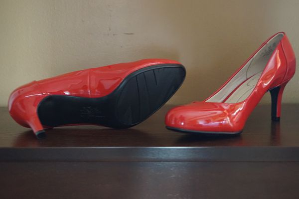 Life stride Fire red patent leather heels