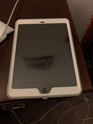 iPad 6 for Sale in Riverside, CA