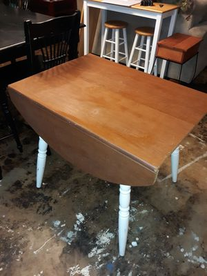 Great little table for crafting!! for Sale in Denham Springs, LA