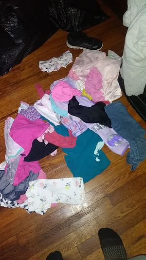 baby girl clothes for free for Sale in Kansas City, MO