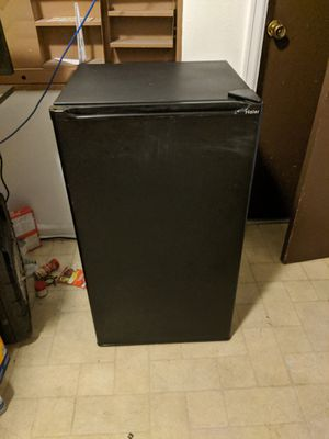 Haier mini fridge for Sale in Colorado Springs, CO